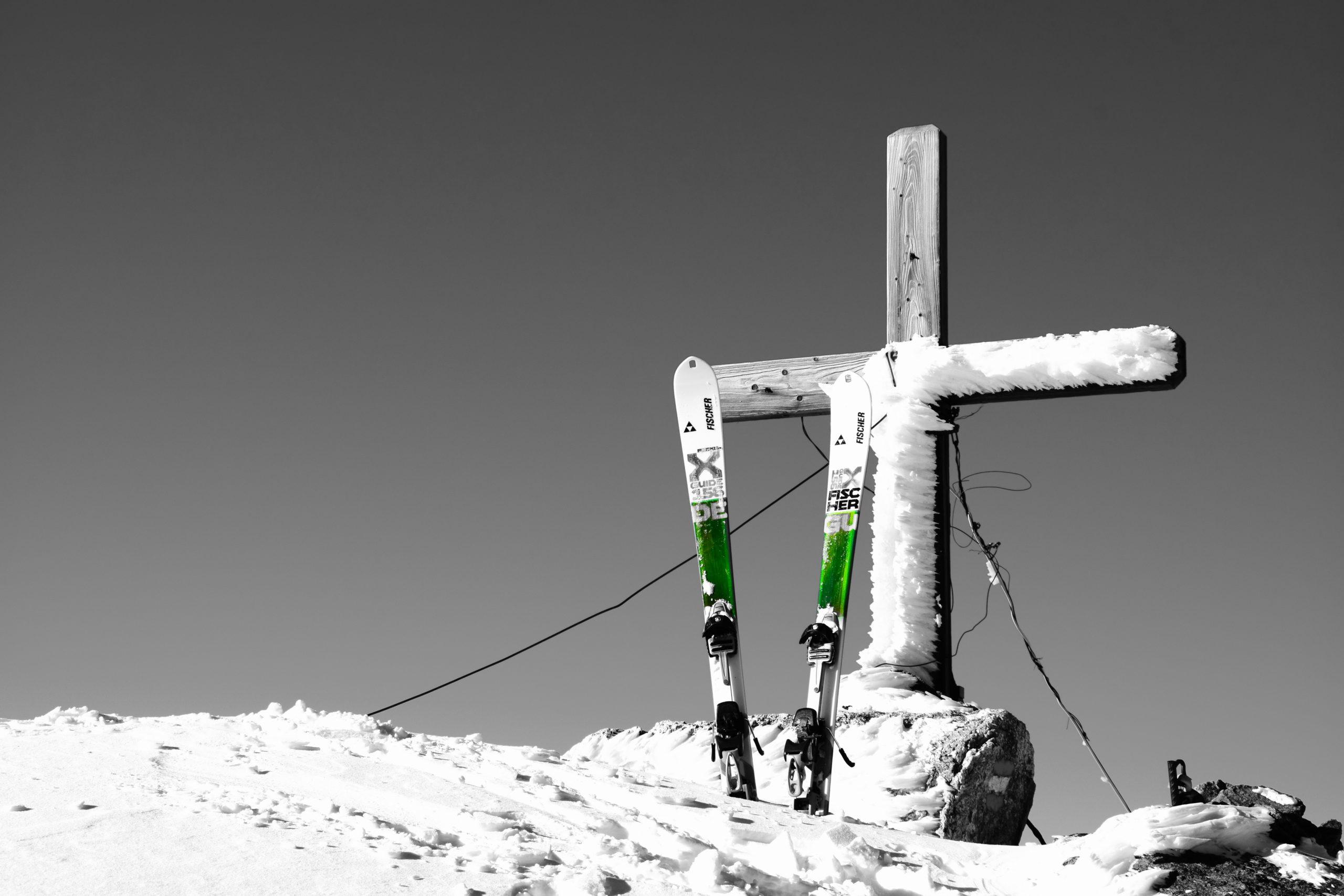 Gipfelkreuz Winter und Schi